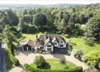 5 bedroom Detached home in The Warren, East Horsley...
