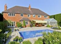 5 bed Detached house in Knipp Hill, Cobham...