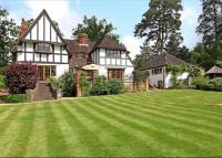 5 bed Detached property for sale in Woodland Drive...