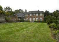 property to rent in Reigate Road, Leatherhead, Surrey, KT22