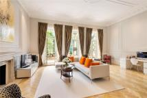 Flat for sale in Queen's Gate, London