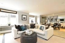 Flat for sale in Drayton Court...