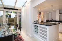 Flat to rent in Redcliffe Road, London...