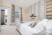 Flat to rent in Cornwall Crescent, W11