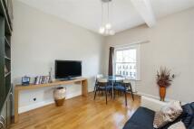 Flat to rent in Pembridge Villas, W11