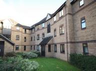 Flat to rent in Glendenning Road...
