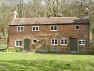 Detached property to rent in Punch Bowl Lane, GU8