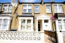 Flat to rent in Vale Road London