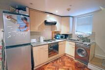 2 bedroom Flat to rent in Queens Drive London