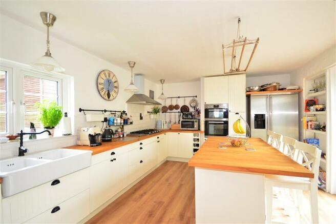 Kitchen/Breakfast Room*