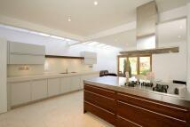 4 bedroom Terraced property in Park Road...