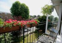 2 bedroom Flat to rent in Lovelace Road...