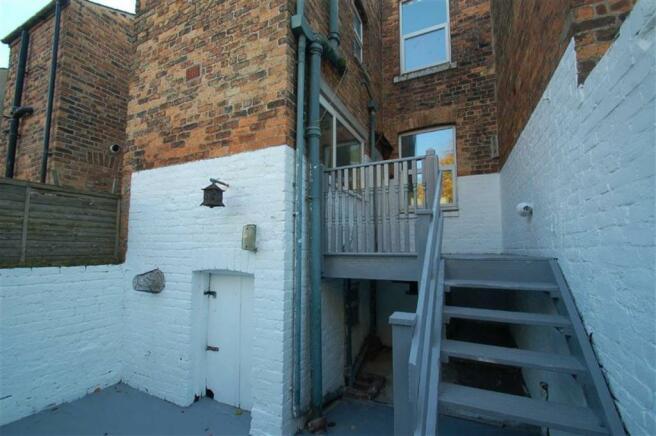 Rear Courtyard & Cel