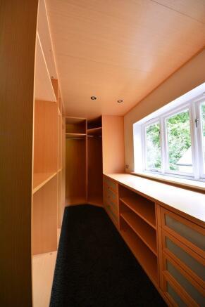 Master suite dressing room