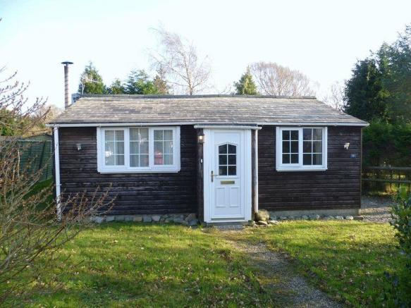 2 Bedroom Log Cabin For Sale In Llanwnda Ll54