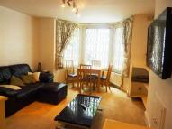 2 bedroom Flat in Lakeside Road, London