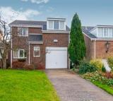 4 bed Detached property in Cotswold Avenue...