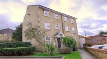 3 bed semi detached house to rent in Bedser Close, Kennington...