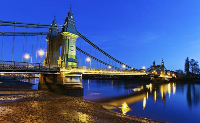 Hammersmith Bridge.j