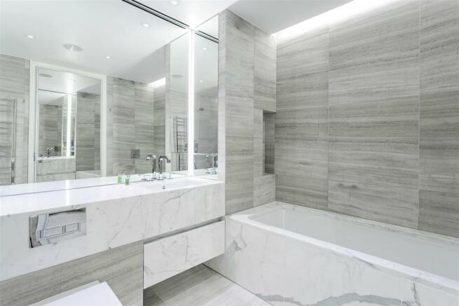 Main Bathroom (1).jpg