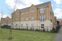 Flat to rent in Drakes Avenue