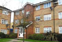2 bed Ground Flat in Chequers Close, London...