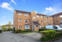 Flat to rent in Scottwell Drive...