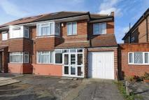 6 bedroom semi detached house in Watersfield Way...