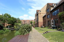 3 bed Town House in Leerdam Drive, London...