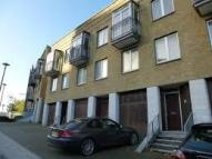 3 bed Town House to rent in Three Colt Street...