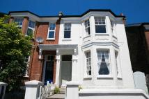 2 bedroom Flat in Thornlaw Road, London...