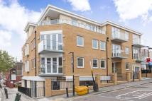 Flat to rent in Knights Hill, London...