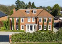 5 bedroom Detached house for sale in Fairmile Avenue, Cobham