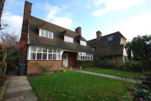 4 bedroom property to rent in Wildhatch, London. NW11