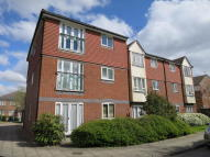 Ground Flat to rent in Frensham Close, Northolt...