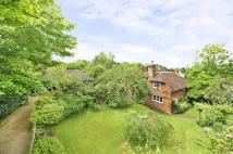 4 bed property in Silver Hill, Hurst Green...