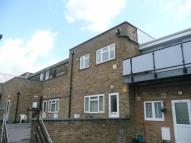 3 bedroom Flat in Greywell Road...