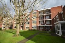 2 bed Flat to rent in Woodcote Road...