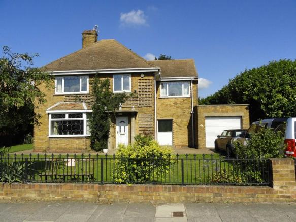 4 bedroom detached house for sale in lonsdale avenue