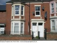 Flat to rent in Strathmore Crescent...