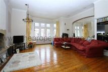 2 bedroom Apartment in Salusbury Road...