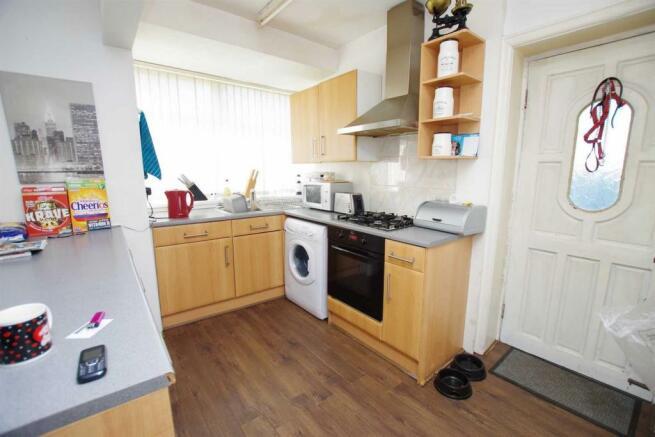 Kitchen 11'6 (3.51m) x 6'9 (2.06m)