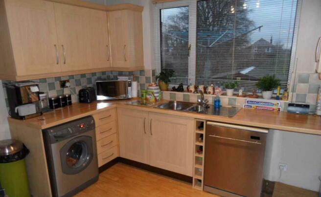 Kitchen 11'0 (3.35m) x 10'4 (3.15m)