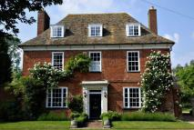 6 bed Detached property for sale in The Green, Hilton...