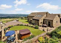 5 bedroom Detached house in The Barn, Norr Hill Farm...