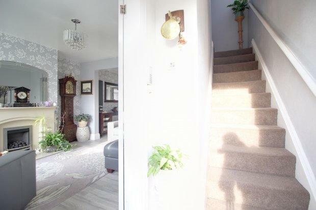 Entrance hall/ ...