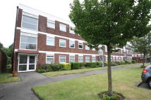 2 bed Ground Flat in Poplar Way, Barkingside...