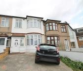 3 bed Terraced house in Bawdsey Avenue, Ilford...