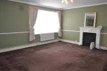 Maisonette to rent in HIGH ROAD, Romford, RM6