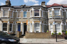 3 bedroom Apartment in Ballater Road, London...